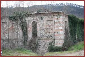 il rudere del bagno ottocentesco di Macereto