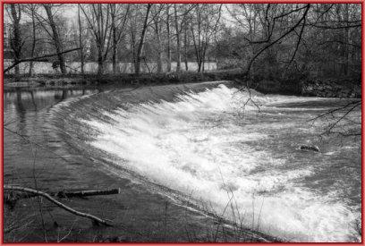 Una delle tante cascate artificiali del Lambro create per far funzionare i mulini